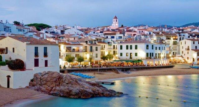 Pludmales atpūta Spānijā Costa Brava piekraste   Lūgums pievērst uzmanību, ka tūres cena var mainīties, sakarā ar aviobiļešu sadārdzinājumu