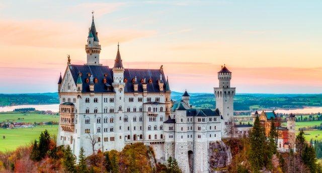 «Bavārija un Austrija - lieliem un maziem: Bavārijas pilis, atrakciju parki un Swarovski kristāli» Noišvanšteina, Linderhofa, Oberammergau, Insbruka