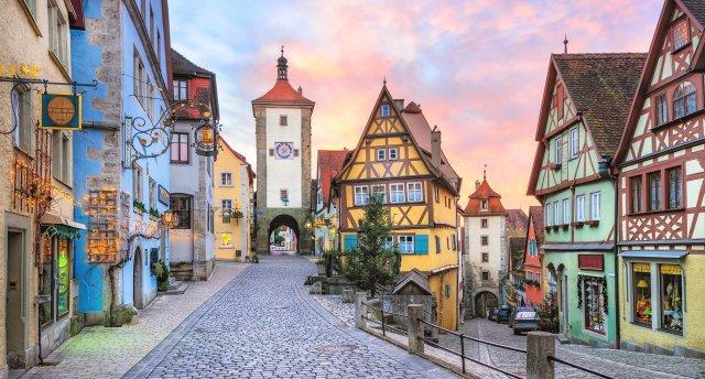 Bavārija un Austrija lieliem un maziem! Noišvanšteina, Linderhofa, Oberammergau, Svarovska kristālu muzejs un Bavārijas atrakciju parki