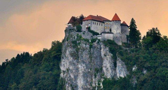 Alpu ieskautā, saulainā un zaļā Slovēnija! Bleda Slovēnijā – ezers kā no pastkartes, tūkstošgadīga pils un sala! 7 dienas!