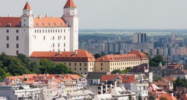 Pilis un termālie avoti Slovākijā.