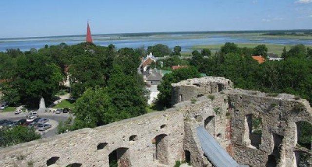 Igaunijas kūrorta noskaņas – romantiskā Hāpsala, Ungru pilsdrupu un Kiltsi lidlauka kontrasti, slavenās Hāpsalas mežģīnes