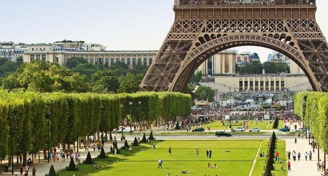Beniluksa valstis ar Parīzes apmeklējumu