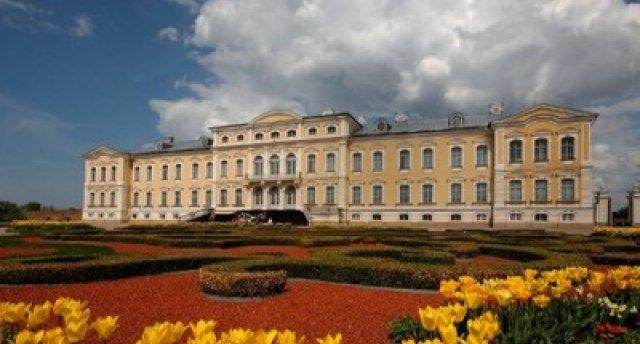 Uz Ledus skulptūru festivālu Jelgavā! Džūkstes rikšotāji un viduslaiku mielasts Jaunpils pilī! Kurzemes hercogu kapenes Jelgavas pilī