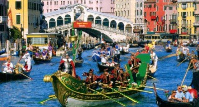Itāļu brīvdienas ar Venēcijas karnevāla apmeklējumu